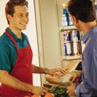 外国人のコンビニ店員は法令違反が多い!? それでも増える外国人労働者受け入れの実態