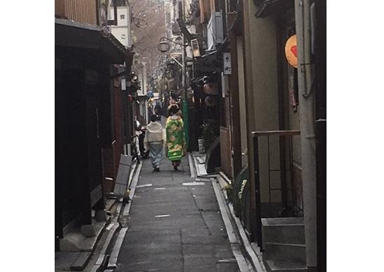 京都、観光客増え過ぎで「街並み一変&良さ消失」の危機…交通混乱やトラブル多発もの画像1