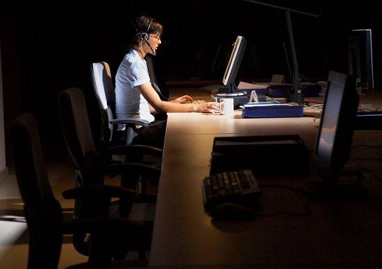 休日や定時後も電話対応…CSや顧客第一主義が従業員を潰す!そもそも日本人には不要