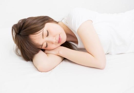 クソ暑い夜、寝るときは一晩中「冷房かけっぱなし」にすべき!熱帯夜でも熟睡する方法の画像1