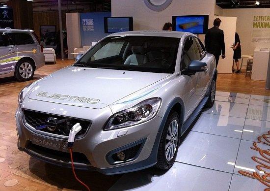 ガソリン車、世界的に禁止へ…日本の自動車メーカー、大規模な人員削減と下請け淘汰必至