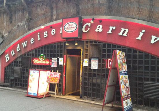 バドガールがノリノリのお色気サービス?たった千円台で飲み放題のビアカーニバル新橋店がヤバい!