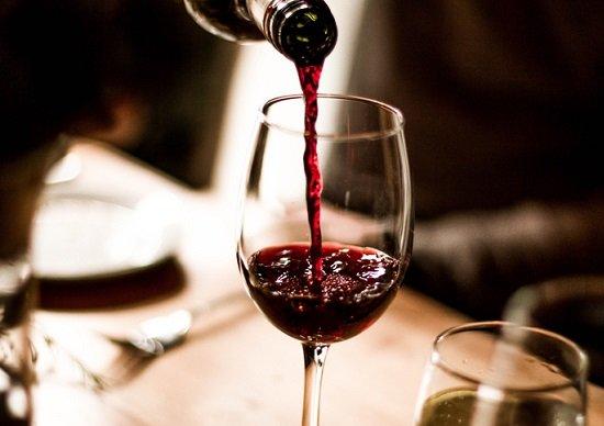 高級ワインなのに空けるとカビ臭...