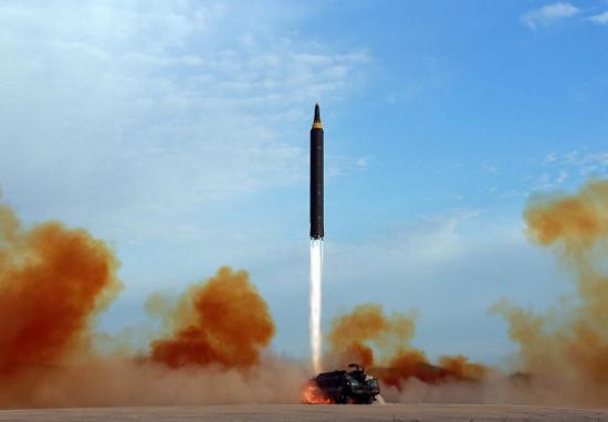 北朝鮮のミサイル開発、ロシアが支援で金儲け…石油製品輸出も倍増