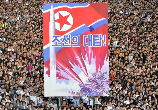 北朝鮮、ミサイル発射の裏に「偽ドル札」貿易への制裁…ロシアから武器輸入