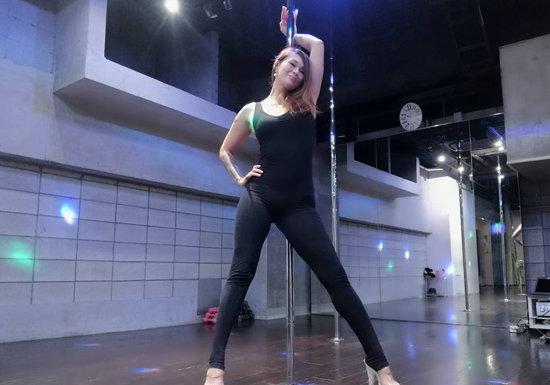 なぜキャリアウーマンはポールダンスにハマるのか?密かなブーム、セクシーな自分に気づき自信