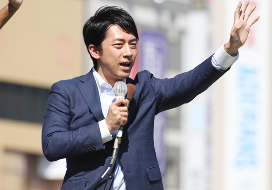 自民党選挙演説、あからさまな小泉進次郎氏目当ての女性が殺到…選挙候補者が登壇すると溜め息