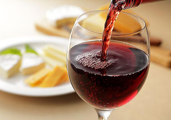 ワインの「美味しさ」の正体を解明…約1000種類の化学物質