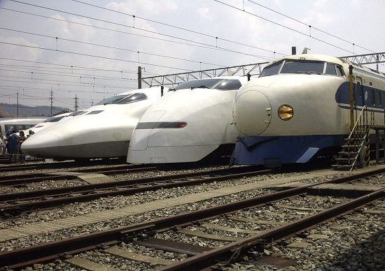新幹線の全列車の本数を調べてみたら、平均1分14秒間隔でごった返し状態だったの画像1
