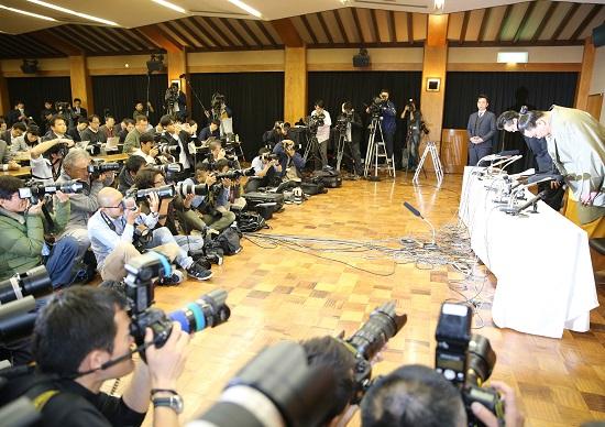 【日馬富士引退会見】伊勢ケ浜親方、報道陣にブチ切れ&口論が波紋…「質問者代わって」