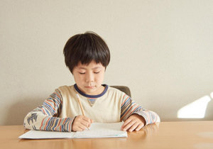 子どもの学力に悪影響! 親が無意識にやってしまう「超NG行動」とは……