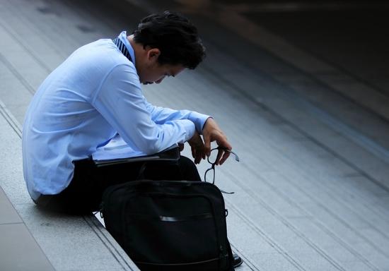 その気分の落ち込み、男性更年期障害の可能性…30代でも患者多数、朝勃ちなしも危険な兆候