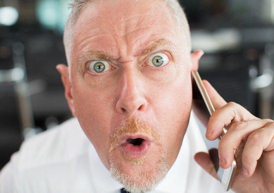 モンスター「役職定年」社員が職場を壊す? 映画『マイ・インターン』が理想の姿