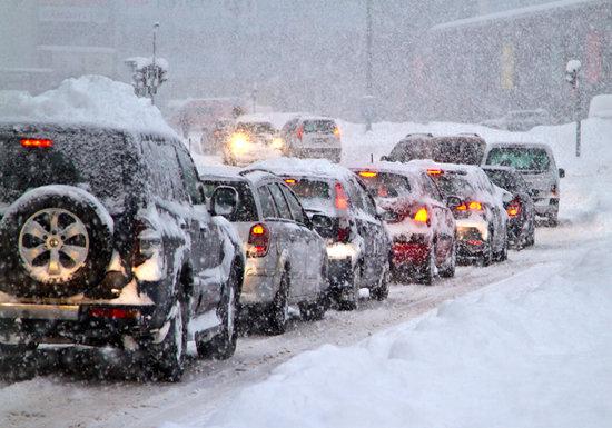 先週、大雪の東京で、違法な夏タイヤの車が警察に捕まらなかったワケ