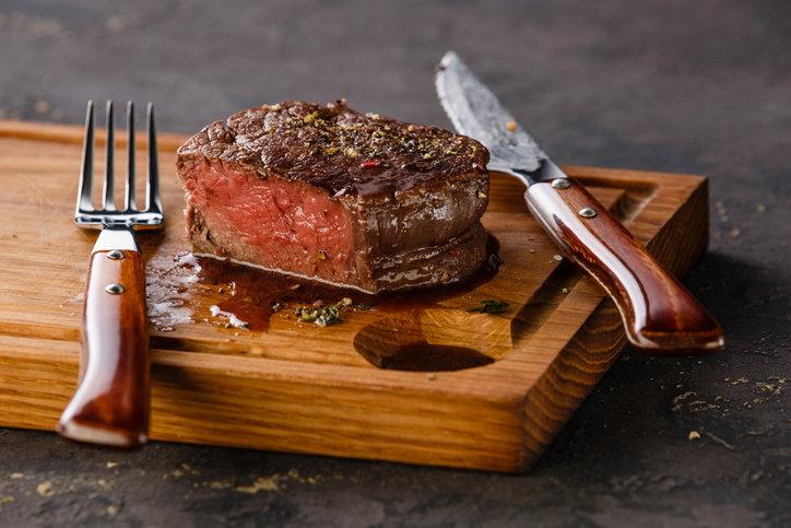 ブームの肉だけダイエット、健康障害の危険性…尿路結石・排便障害リスク増
