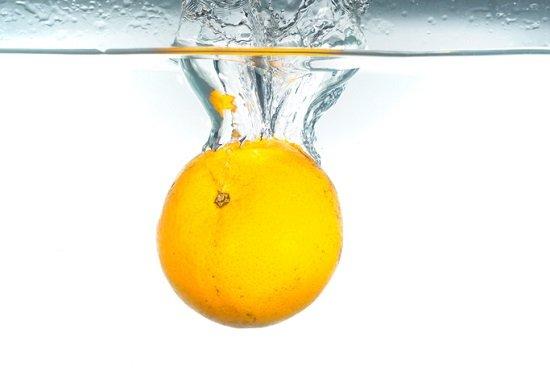 透明フレーバーウォーター、使い方によっては糖分過剰摂取で肥満の恐れ