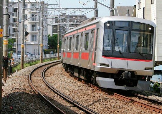 鉄道、1車両当たり年間で何キロ...