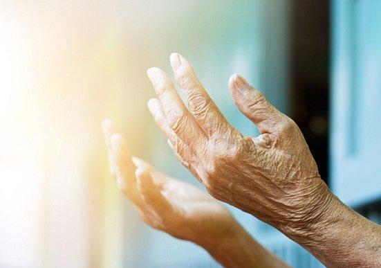 「長寿貧困」回避で大注目の「トンチン年金」は入るべき?高齢者も加入可、死ぬまで支給