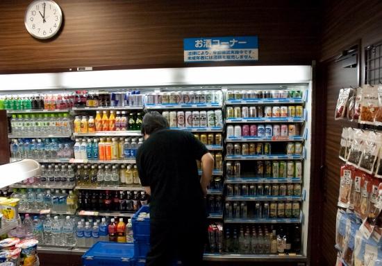 コンビニ、倒産激増でも店が増え続けオーナーは地獄…人手不足で働き続け、同一地域に集中出店の画像1
