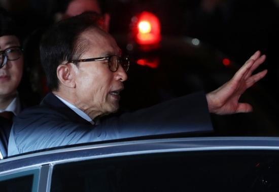 【韓国・李明博逮捕】文大統領による「政治報復」吹き荒れか…朴槿恵も勾留期限延長