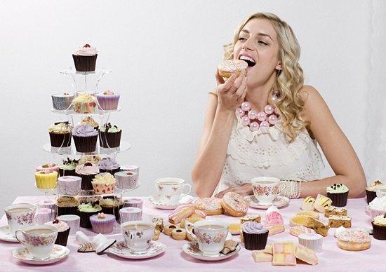 無意識のうちにカロリー摂取量が多い人に「共通の」生活習慣