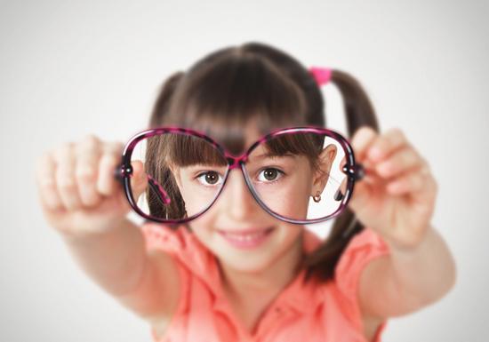 深刻化する子どもの視力低下、原因は噛む力の低下?ごはんを「硬い食べ物」と言う子どもたち