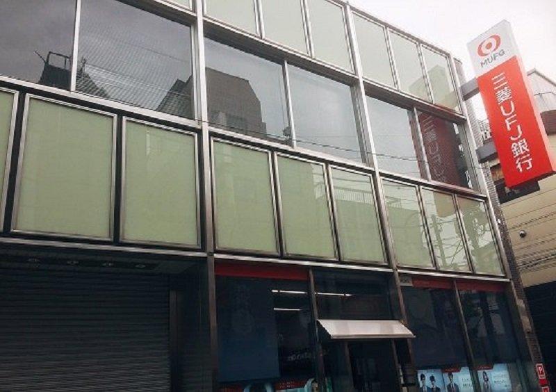 三菱UFJ銀行、従来型銀行モデル破壊…行員接客の店舗半減、業務の担い手をシステムに