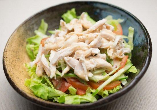 コンビニ「サラダチキン」に疲労回復効果…ステーキやニンニク、重い疲労には逆効果 の画像1