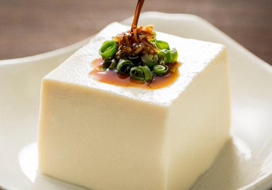 なぜ居酒屋の冷や奴はマズいのか?スーパーで美味しい豆腐を選ぶ方法