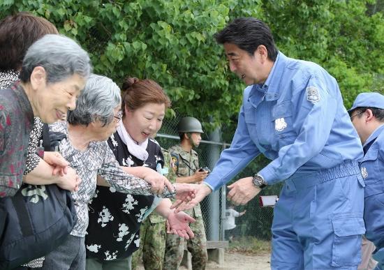 安倍首相、大阪北部地震当日夜に高級料理店で会食…「地震を政局に利用」との声もの画像1