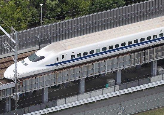 新幹線、大阪北部地震でも「無事...