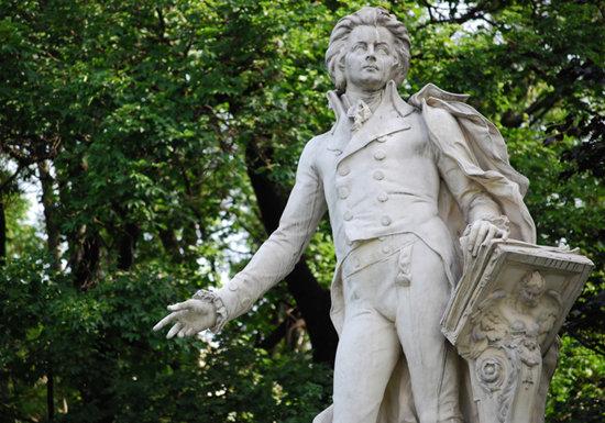 なぜ高収入のモーツァルトは極貧のなか35歳で死んだのか?の画像1