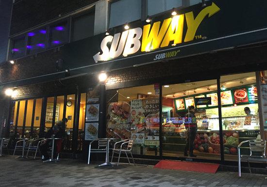 サブウェイ、店舗大量閉鎖の惨状…「高い・遅い・面倒」がアダ、コンビニ充実しすぎで行く必要性薄の画像1
