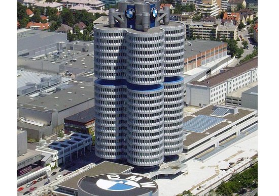 BMW、汚れたブランド…走行中の炎上事故多発、欠陥隠蔽の疑いで警察が捜査:韓国で