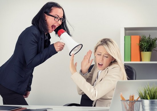 職場で更年期障害とみられる女性への適切な対応 自身が更年期だと感じた場合の対処法の画像1