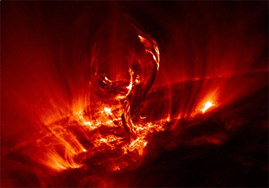 太陽の謎、解明へ…人類が初めて太陽大気の内側から観測、100万℃以上のコロナに探査機の画像1