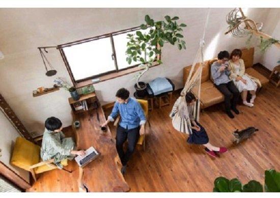 子どもがいる夫婦と他人が暮らすシェアハウス 100万円で家を買い週3日働く女性
