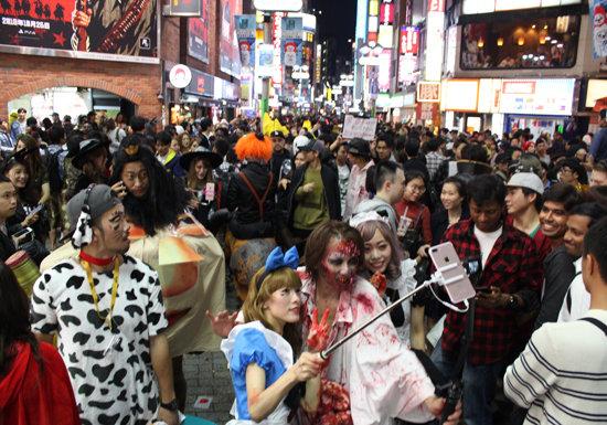 渋谷ハロウィン、一部暴徒化で犯罪多発、規制論も浮上…器物破損・痴漢・暴行続出