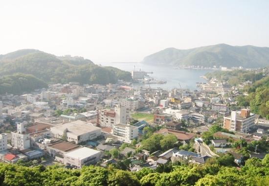 対馬、島全体を韓国人が買い占め始めている…日本人の島民を雇う韓国人経営の店もの画像1