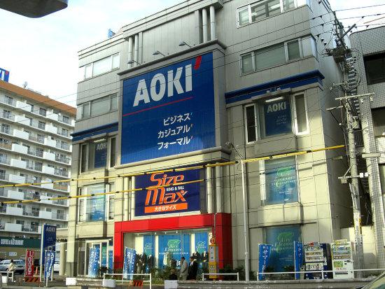 スーツ大手3社が赤字転落で壊滅状態に…AOKI、漫画喫茶などカフェ事業拡大で生き残り図る