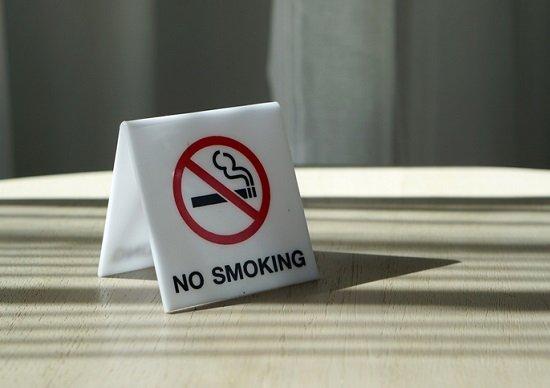 飲食店「完全禁煙化」で生き残る店、死ぬ店