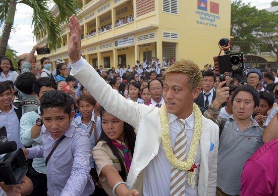 本田圭佑のカンボジア監督就任、協力相手は国民大虐殺の首謀者…本田批判は筋違い