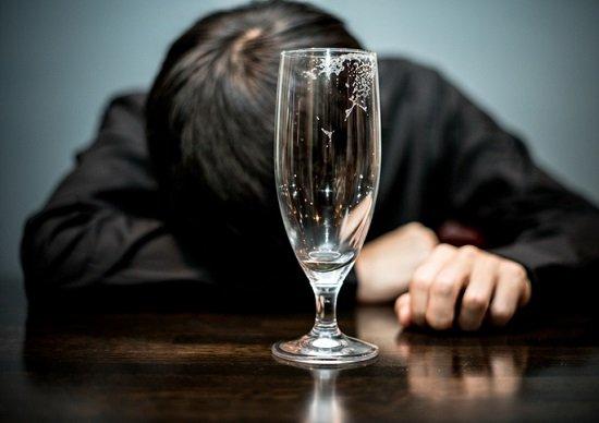 鈴木京香と破局の長谷川博己、精神状態に懸念の声…深夜、酒に溺れ荒れる日々