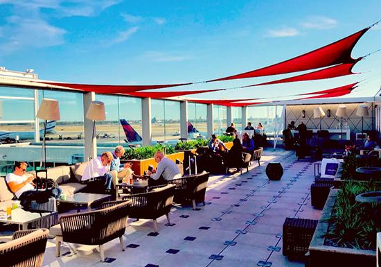 空港がたちまち高級ホテルに!旅をアップグレードしてくれる「世界の空港ラウンジ」ランキング