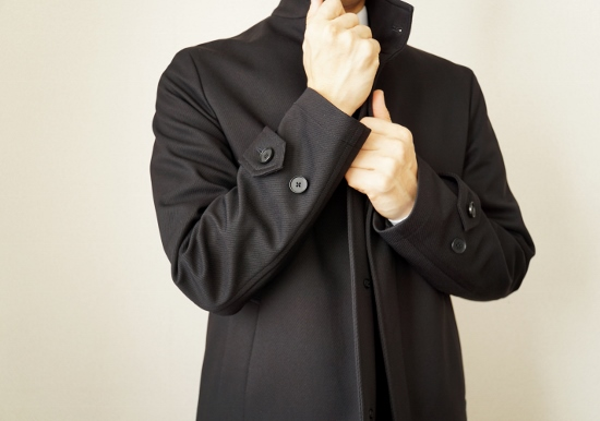 スーツにダウンジャケットはNG?冬のビジネスファッション、どこまで許される?