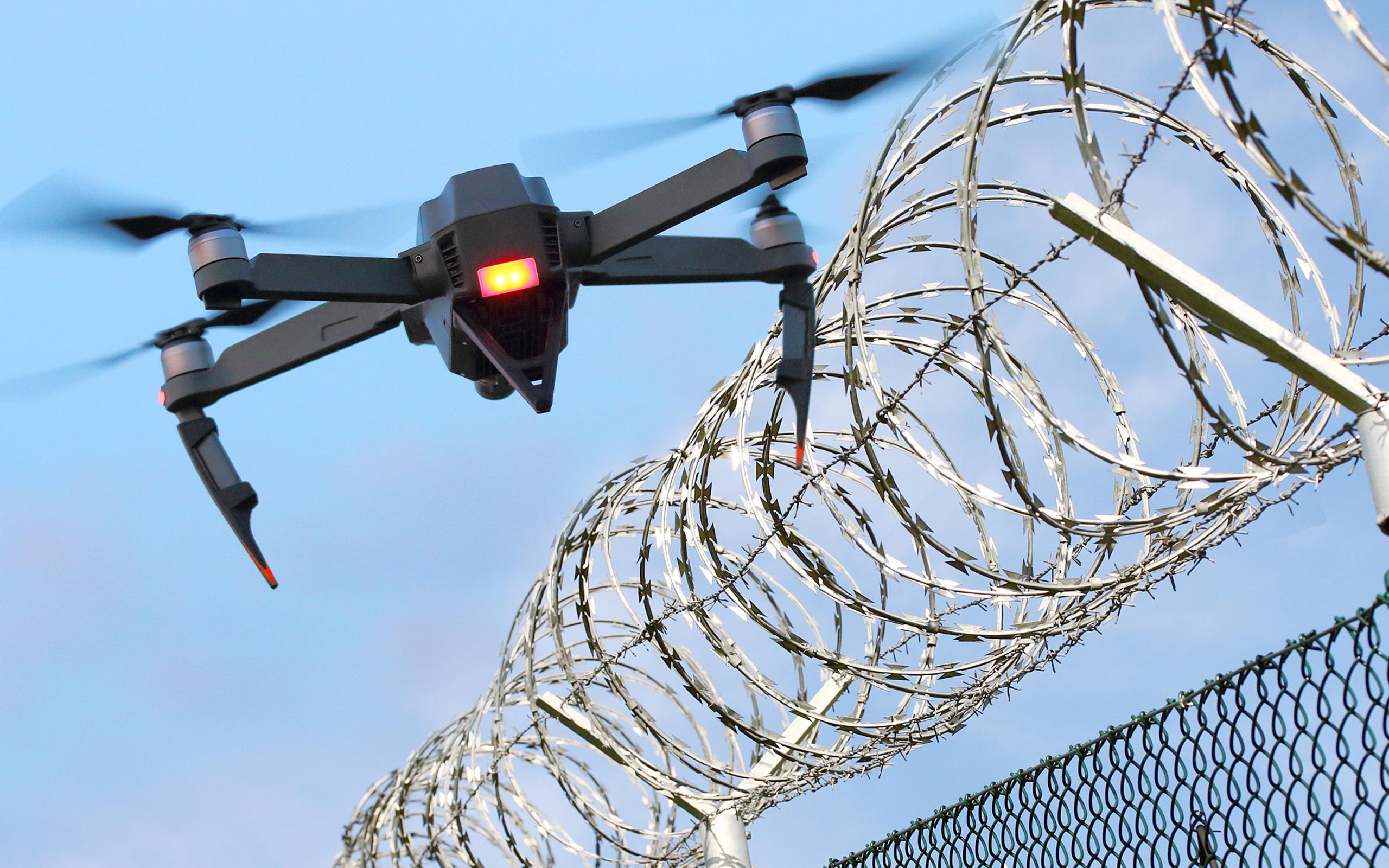 最新技術でドローンを破壊!相次ぐテロに対抗する「アンチドローン技術」に世界各国が食指
