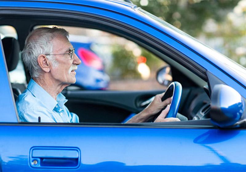 高齢ドライバーの「免許返納」の年齢や特典をまとめてみた!