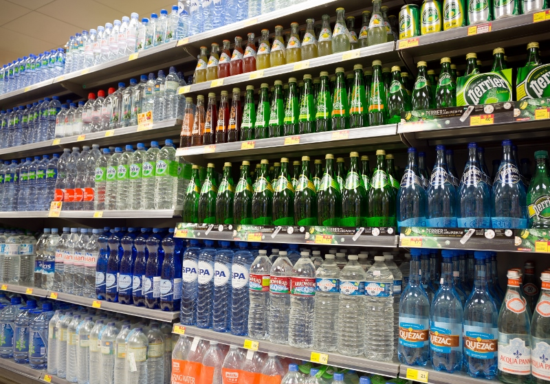 """ペットボトル飲料がこっそり容量減…食品&日用品で密かに進行する""""実質値上げ""""の実態"""