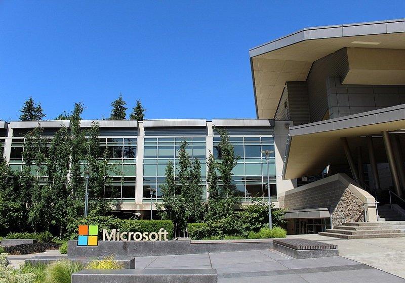 マイクロソフト、復権鮮明…なぜSurfaceはアップルのiPadを打ち負かしたのかの画像1
