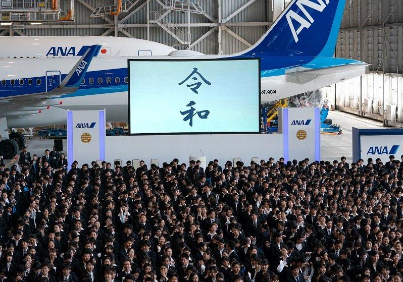 大学入学式ですら新入生が全員ダークスーツという病的な日本…人生を選択できない若者たち